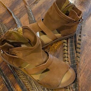 Miz Mooz Suede Sandals-Finney sz-39 Wheat